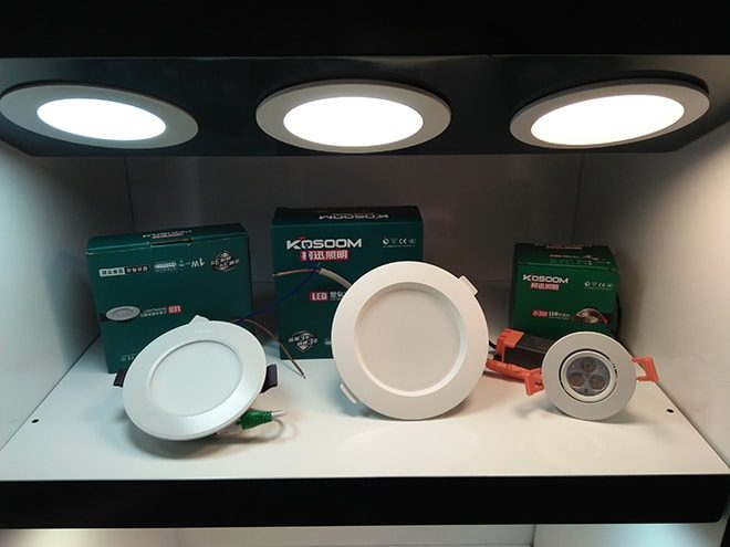 trung-bay-den-led-am-tran-smart-downlight-kosoom-5w